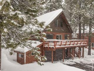 Spacious 5BR Truckee Cabin With Hot Tub and Resort Amenity Access