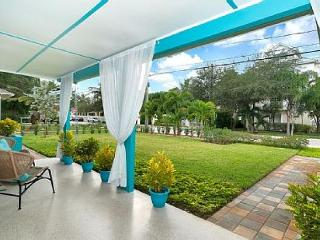 Fun, Modern Wilton Manors Studio Near the Beach Audrey Place Unit 2