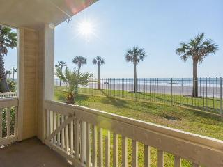 A Relaxed Coastal Condo in Galveston - Steps from the Beach - Sleeps 4