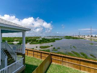 New Stilt Home with Deck Views of Port A Wetlands – 5 Minutes to the Beach!, Port Aransas