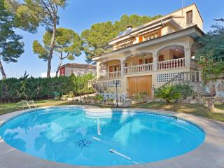 Huge villa with pool for 12 people, El Arenal