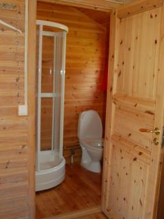 Ensuite Shower with Hot water