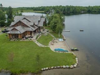A perfect mix of Muskoka charm with modern luxury!