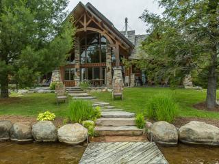 Lorimer Lake Dreams~A perfect mix of Muskoka charm & modern luxury!
