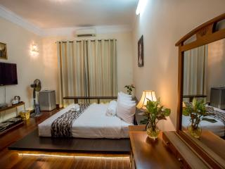King Size Bed with Garden View - MH Villa