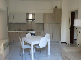 - Cavour - Appartamento con una camera, Lecco