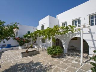 Villa in picturesque Artemonas (upstairs)