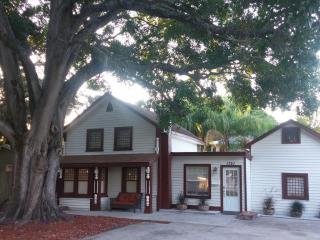 Historic Home & Fishing Retreat! In St.Pete Minutes to downtown & beaches