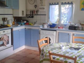 Chambre dans jolie maison avec jardin, Anglet