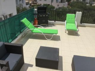 Luxurious Modern Apartment with 40ft Balcony BBQ, Protaras