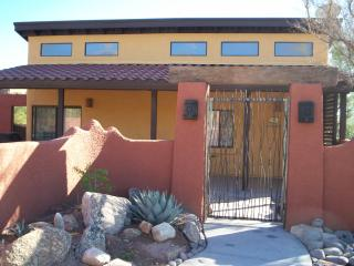 Desert Star Casita-Private yard and hot tub, Tucson