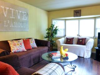 CUTE COUNTRY COTTAGE by Berry Farm -  2BR + Sleeps 5 + Bunkbeds + Deck Vancouver