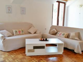 Cozy top floor apartment for 5 pax in Cavtat