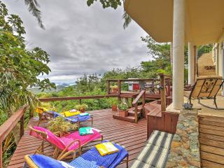 'Villa Van Dyke' Breathtaking 2BR St. Thomas House w/Wifi, Private Sun Deck & Panoramic Ocean Views - Ideal Location! Minutes from World-Class Beaches! Non-Smoking Property, Charlotte Amalie