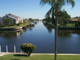 Intersecting Canal View - Gulf Access, Cape Coral