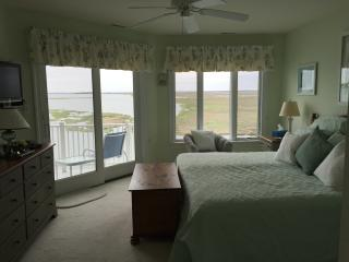 Breathtaking Bayfront Condo with Panoramic Views, Stone Harbor