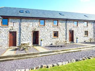BWTHYN Y WENNOL, open plan, en-suites, surrounded by countryside, Abergele, Ref