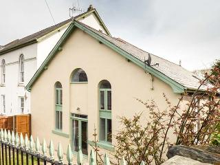 HEN FFESTRI, old chapel vestry conversion, parking, garden, in Penrhyndeudraeth, Ref 932808