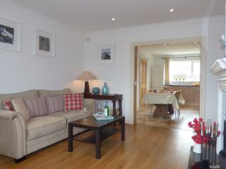 Bright spacious sitting room, WiFi throughout, Sky TV, fully fitted kitchen with all the applicances