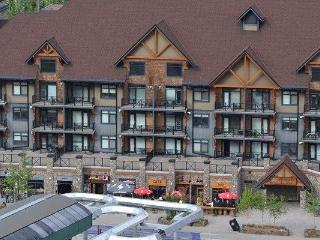 Kicking Horse Glacier Mountain Lodge 1 Bed + Loft Condo - Sleeps 6!, Golden