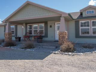 'The Fishing House' Superb 3BR Buena Vista Home w/Wifi & Spacious Front Porch! Enjoy Sensational Mountain Views & Easy Access to Fishing, Hiking & Other Outdoor Activities!