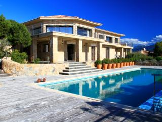 High class villa opposite the ocean, Serra-di-Ferro