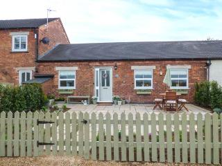THE BYRE, family-friendly, country holiday cottage, with an enclosed garden in H