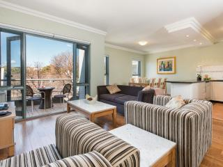 SYDNY INNER CITY SANCTUARY - 2 BEDROOM APARTMENT - FREE PARKING