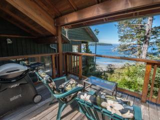 BEACHFRONT - Tonquin Point Studio with Ocean Views - Private Beach Access