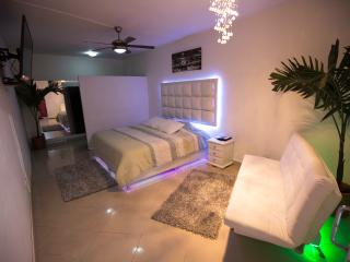5 bedroom spacious apartment 2 private jacuzzis, Medellin