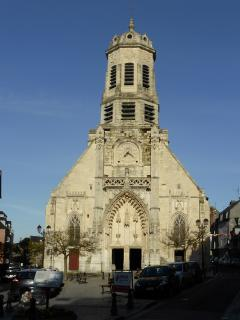 l'église Saint Léonard à 50 mètres.