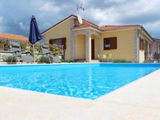 Villa Lana, Kastelir