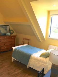 la chambre jaune moussaillon avec son lit gigogne