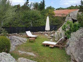 HOUSE WITH BIG GARDEN AND 2 ROOMS SWIMMING POOL, Porto Rotondo