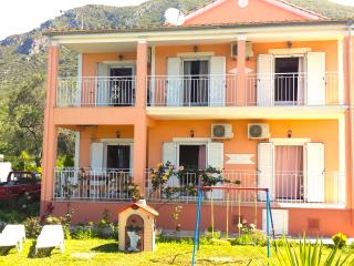 3 Bedroom Holiday House 150m from the beach., Halikounas