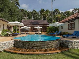 Stunning Luxury Beachfront Villa with pool, 5 BRM, Thong Krut