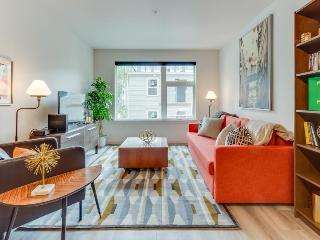 Dog-friendly condo with a communal rooftop deck & full exercise facilities!
