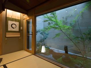 Quiet Traditional House- BEST location, 8 walk to GION x FREE WIFI
