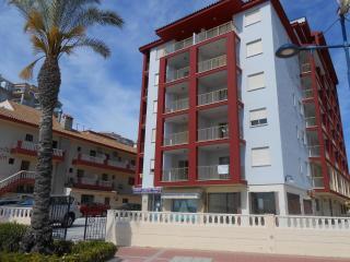 Apartamento en 1a linea de playa con pkg comunitario. En zona tranquila.