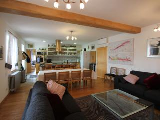 Gorgeous living and dining area. South facing, full of light and space. Solid oak flooring, a/c.
