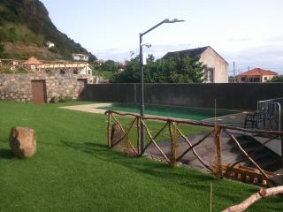 Jardim e piscina da propriedade