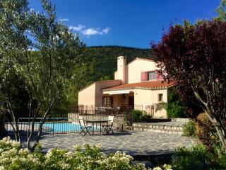 La Casa del gat villa piscine privative chauffée 2 à 12 pers, grand jardin calme, Prades