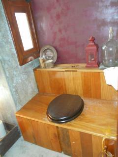Latrina/retrete/WC do Museu/Adega Garcês