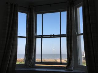 Moray Seaview is a Suffolk coast beach apartment with stunning sea views