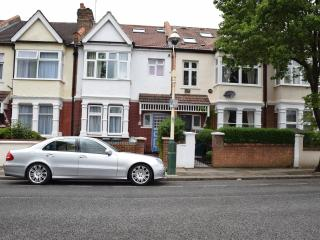 3 bedroom apartment, 2 bathrooms, West London