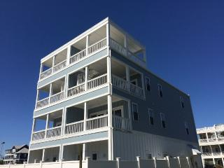 Memorial Day Weekend Special! 8 bed, 7.5 ba Ocean, Carolina Beach