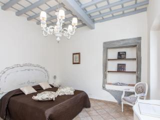 Dimezzo apartment in Santa Maria Novella with WiFi & airconditioning.