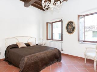Secondino apartment in Santa Maria Novella with WiFi & airconditioning.
