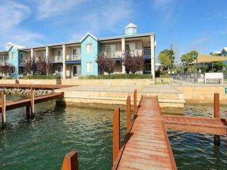 Poolside Quay Apartment, Mandurah