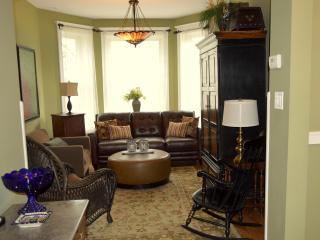 Teri's Chicago Guest House * Addison Suite
